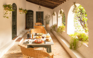 lunch-table-setting-spanish-resort