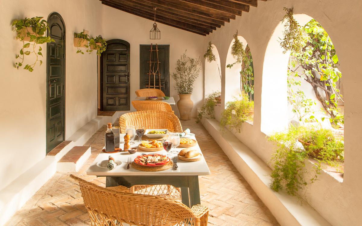 lunch-table-setting-spanish-resort