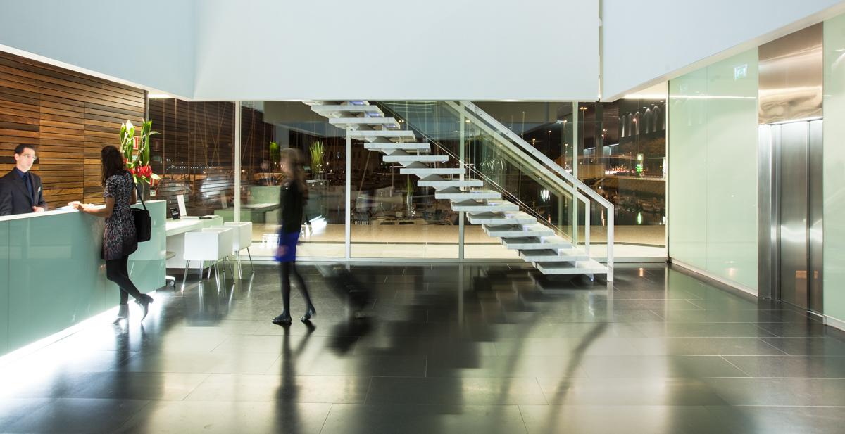 Modern-hotel-lobby-lisboa