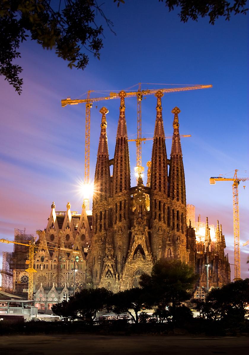 Gaudi-Sagrada-Familia-barcelona-tourism-sunset