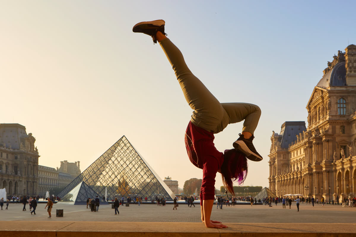 B-Girl_Phoenix_Freeze_Paris_Louvre