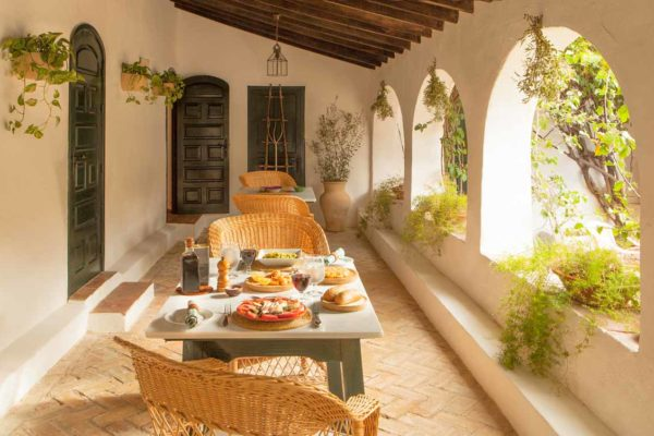 lunch-table-setting-spanish-country-resort
