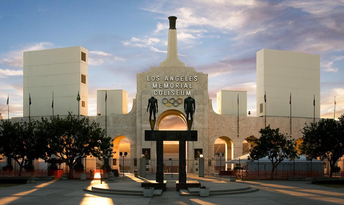 LA_Coliseum_USC_trojans_Rams_football