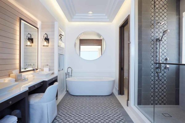 Luxury_hotel_suite_bathroom_hilton