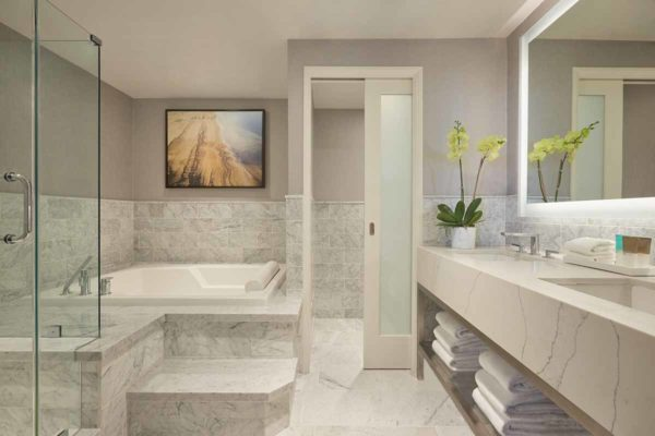 Luxury_suite_Hotel_Marble_bathroom