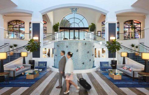 Hotel_Photography_Lobby_Travelers