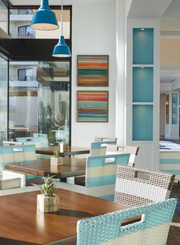 Hotel_Colorful_Dining_Tables_waterfront_hilton