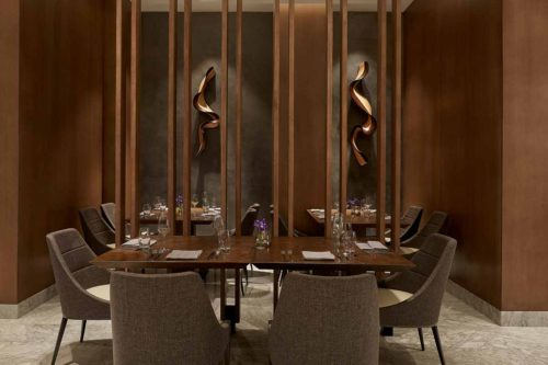 Hotel_Restaurant_interior_table_setting